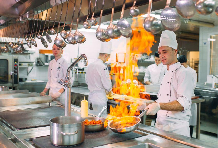 cocineros en el fogón