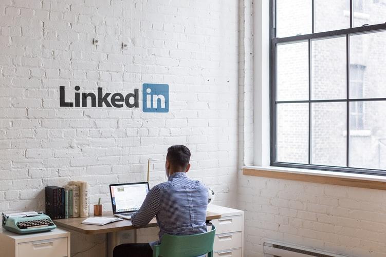 Perfil de linkedin en tu currículum