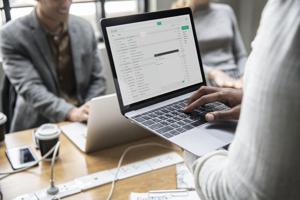 email para enviar currículum