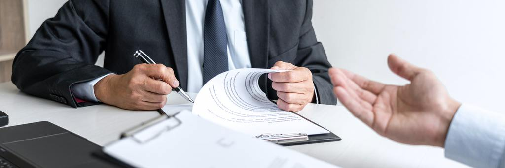 Currículum cronológico siendo revisado