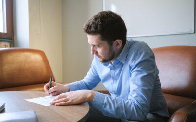 Currículum o currículo: ¿cuál es la forma correcta según la RAE?